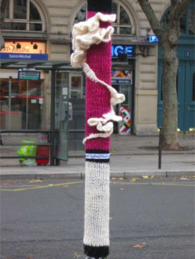 knitted street installations of streetcolor