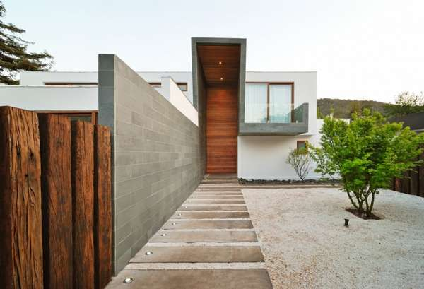 Mixed material homes 3 element house for Accesos arquitectura