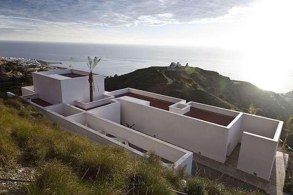 Minimal labyrinth spaces 39 aa house 39 by mvn arquitectos - Arquitectos almeria ...