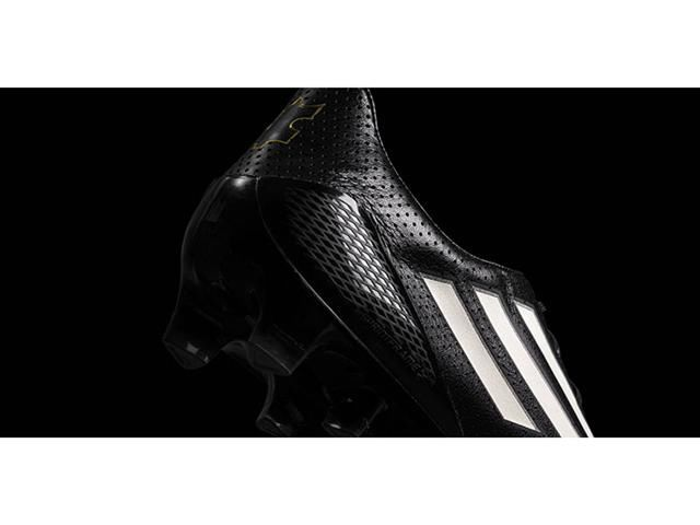 Leather-Sheathed Soccer Shoes