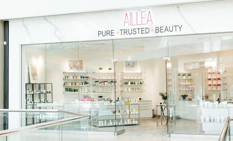 Understated Beauty Shop Branding