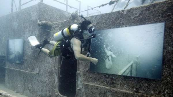 Underwater Exhibitions