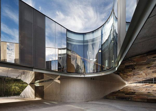 Curvilinear Mirrored Architecture