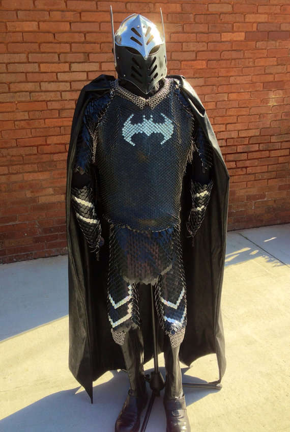 Medieval Comic Book Armor : Batman scalemaille