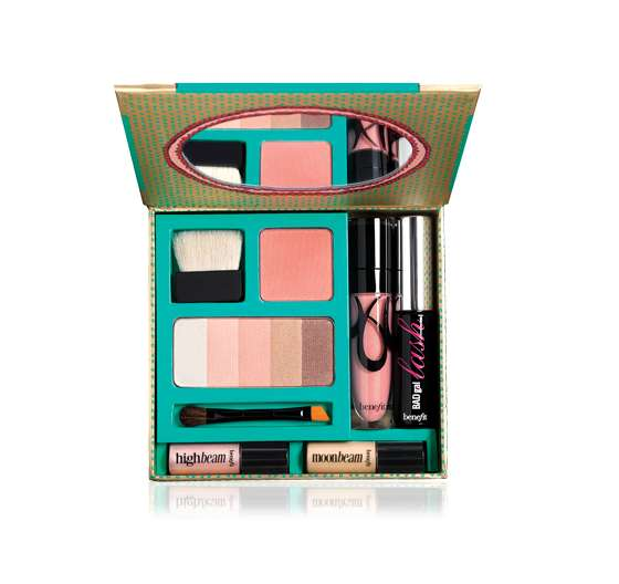 Glamorizing Travel Makeup Kits