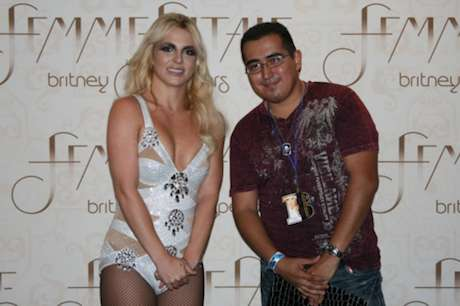 Britney Looking Awkward with Fans