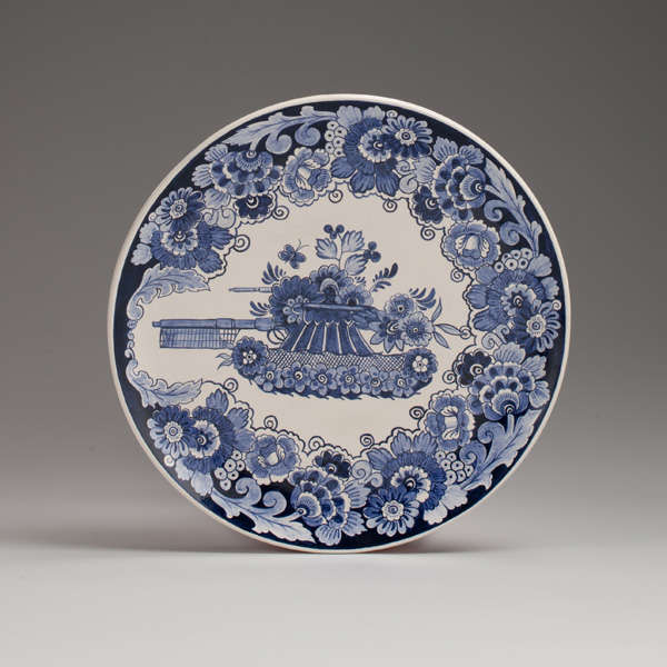Elegant Weaponry Dishes Ceramic Plates
