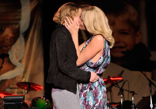 Sapphic Kisses for Charity