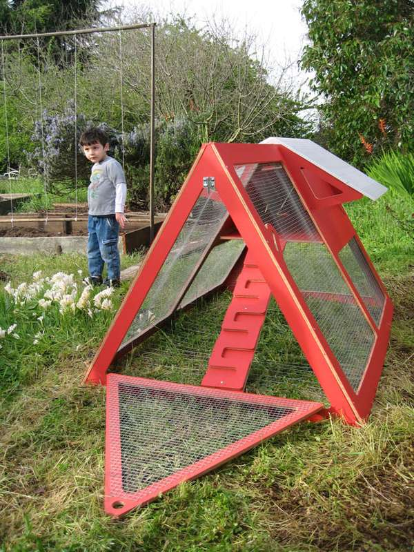 Portable poultry pens chicken cribs for Moving chicken coop plans