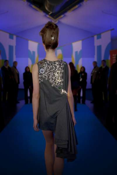 Pollution-Sensing Dresses