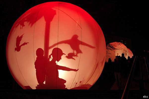 Mesmerizing Shadow Bubble Displays