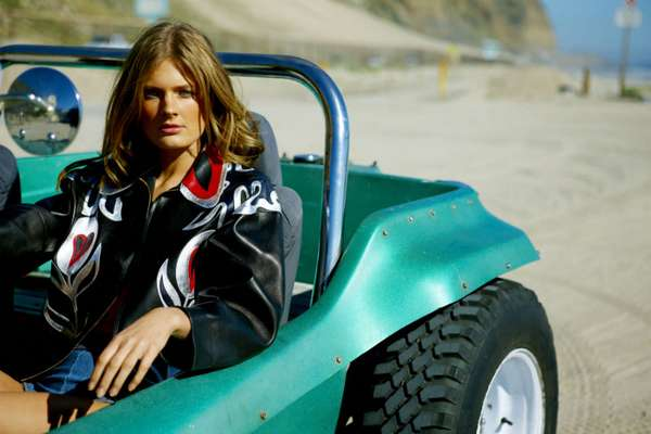 Dune-Buggy Babes