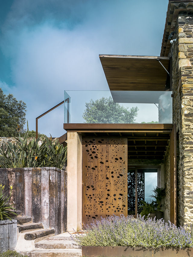 Rustically Modern Farmhouses