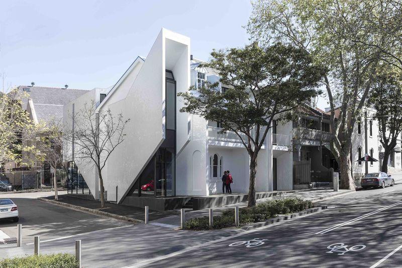 Stylistically Hybridized Buildings