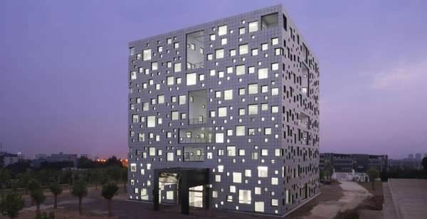 Square Motif Structures
