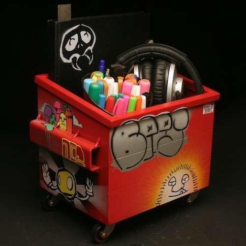 Gritty Graffiti Compartments