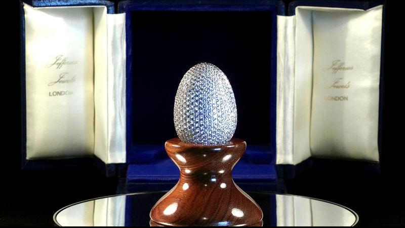 Egg-Shaped Diamond Photo Frames