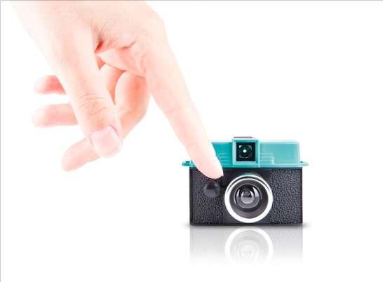 Minuscule Lomo Cameras