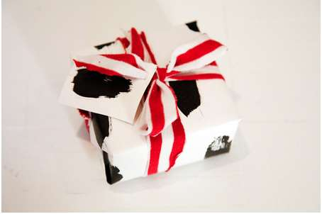DIY Customizable Gift Wrapping