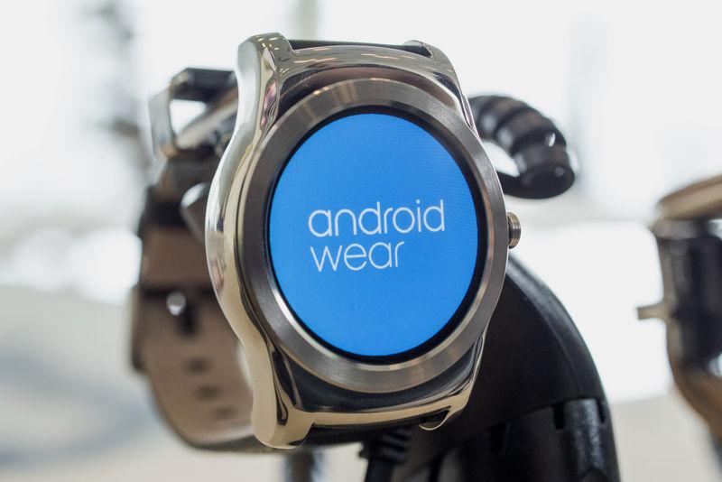Multi-App Controlling Wearables
