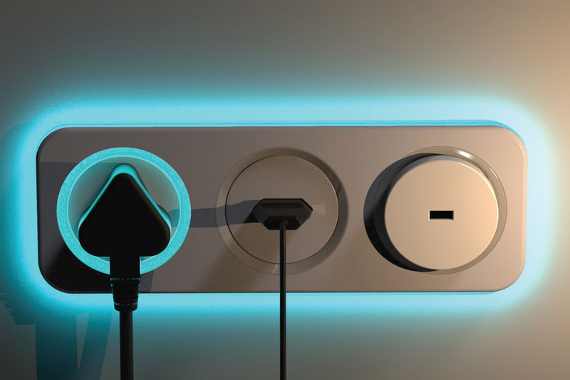 Phantom Power-Monitoring Outlets