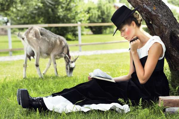 Chic Amish-Inspired Fashion