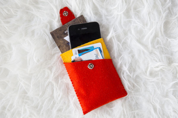DIY Felt Phone Carriers