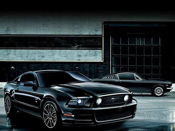 Ford Mustang The Black