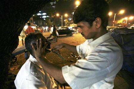 Free Hair Cuts For The Poor 4 000 Barbers Clean Up Indian
