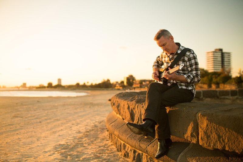 Smartphone-Integrated Guitars