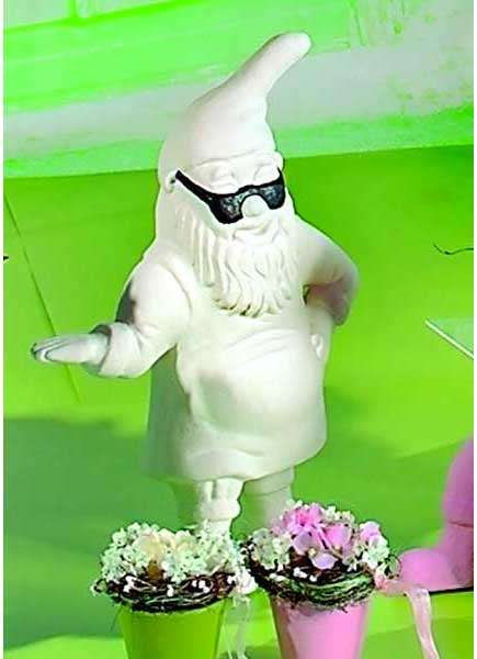 Funky outdoor decor garden gnomes with street cred for Funky garden accessories