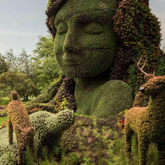 Grandiose Portrait Garden Sculptures : Garden Sculptures