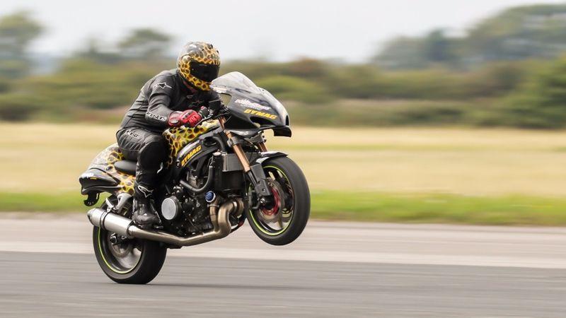 Speedy Wheelie Stunts