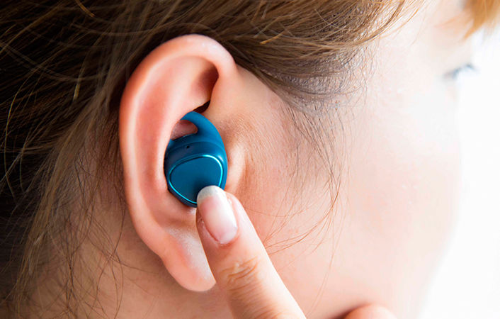 Wireless Fitness-Tracking Earbuds