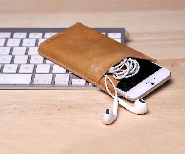 Compartmentalized Smartphone Sheaths