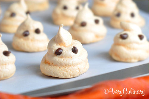 Indulgently Spooky Sweets : ghost meringue