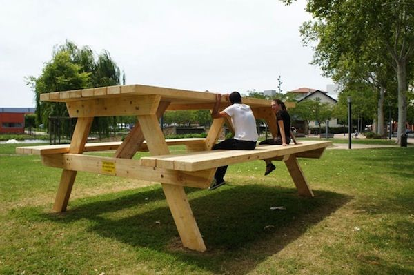 Oversized furniture installations giant picnic table - Table picnic bois enfant ...