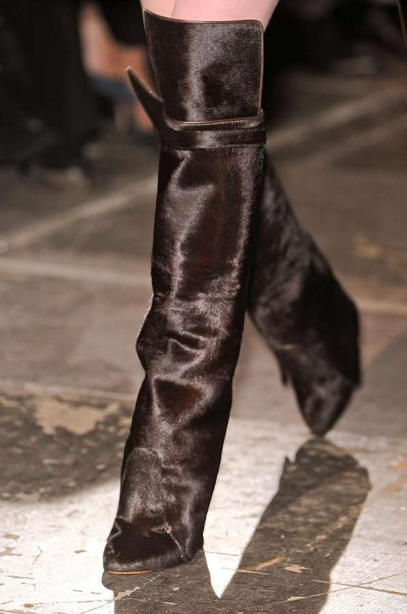Curtain-Heeled Catwalk Boots