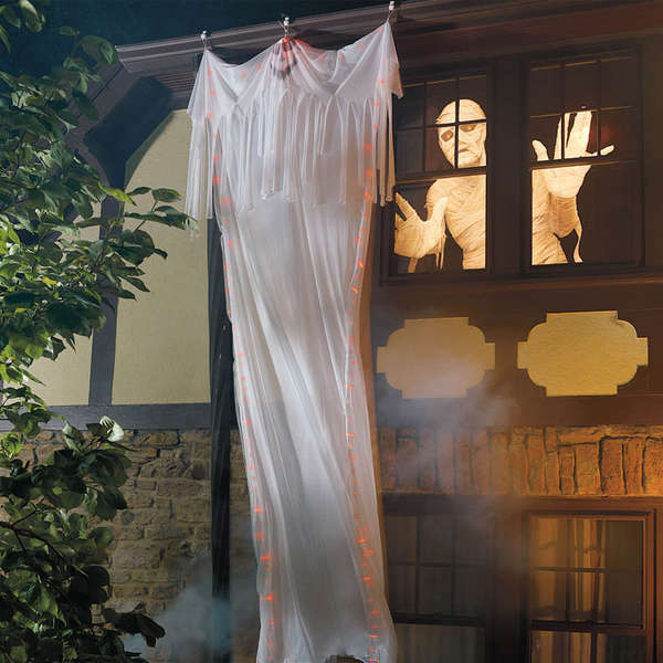 Super-Sized Halloween Decorations