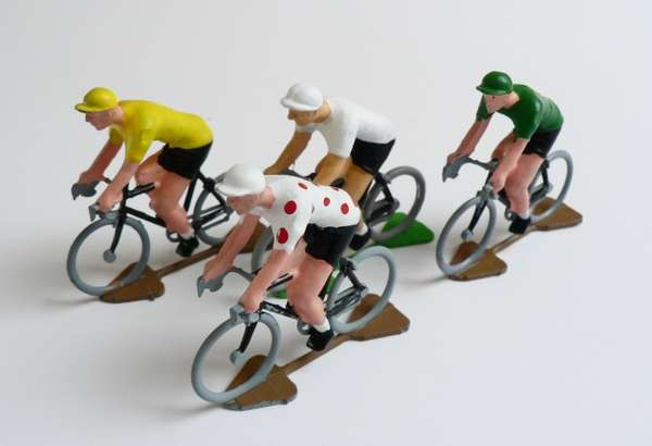 hand painted cycling figures by urban hunter
