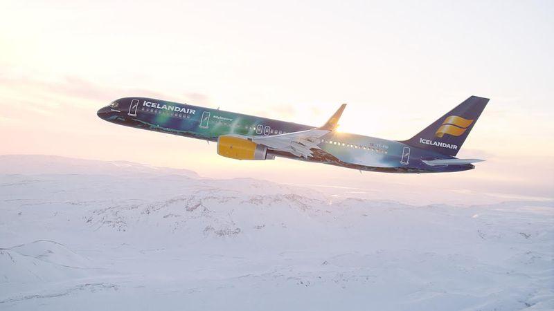 Aurora Borealis Airplanes
