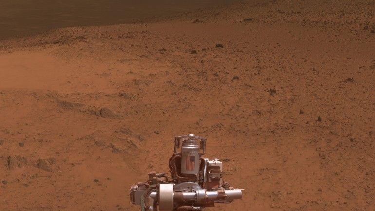 Martian Hilltop Panoramas
