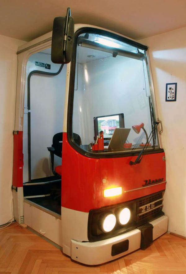 Ikarus Bus Office