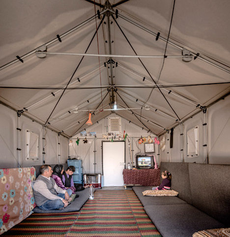 Easy-Assemble Refugee Housing
