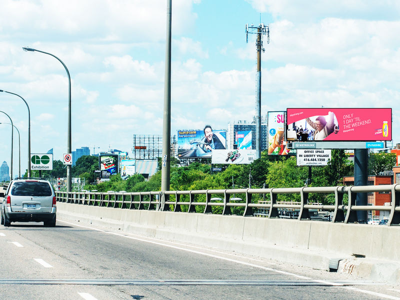 Traffic-Sensing Billboards
