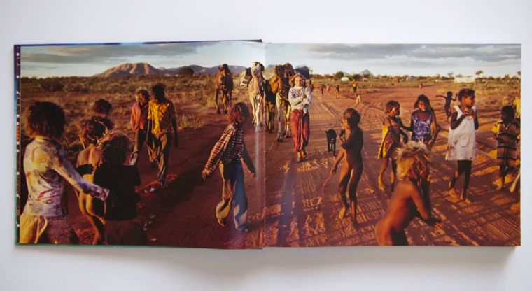 Mobile-Integrating Photography Books