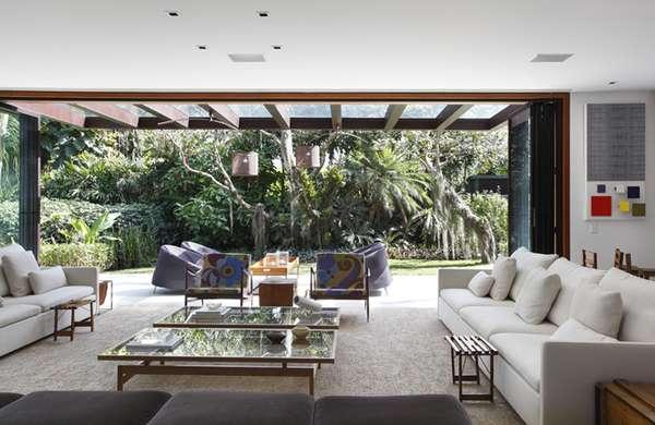 Nature-Loving Mid-Century Homes