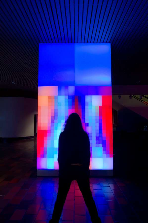 Technicolor Pixelated Mirrors