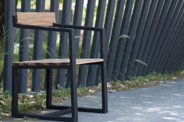 Semi-Backless Seating