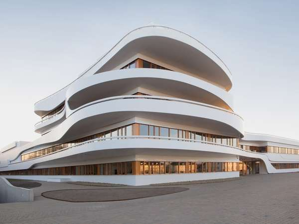 Undulating Utopian Offices